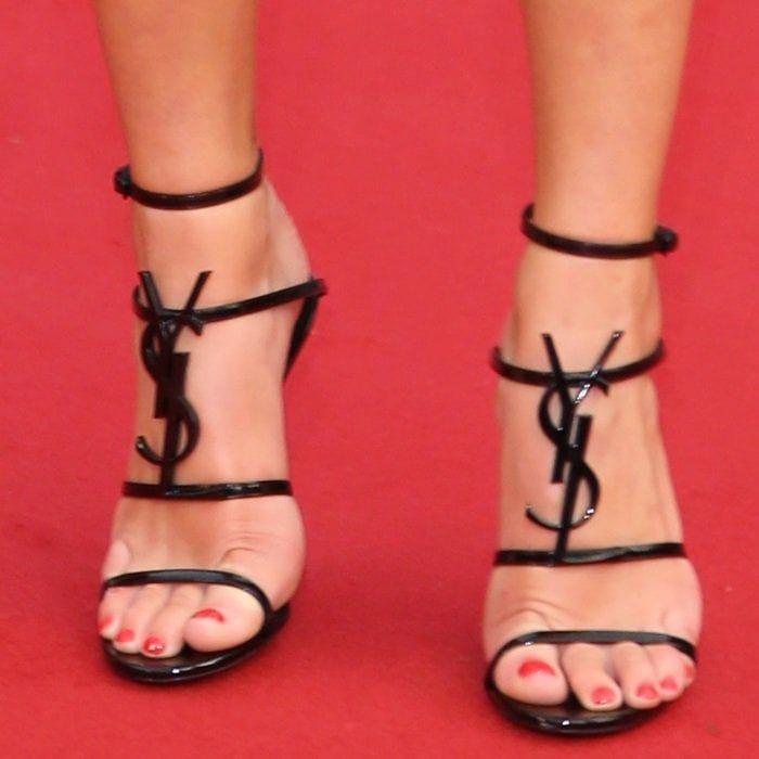 d0e50b284ad Dua Lipa shows off her feet in Saint Laurent s Cassandra strappy sandals   Highheelboots