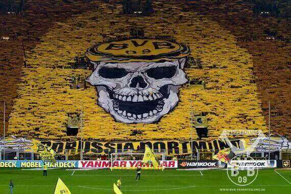 The Yellow Wall Of Bundesliga Side Borussia Dortmund Possibly Some Of The Best Fans In The World Seeing This Display Ev Borrusia Dortmund Futbol Fotografia