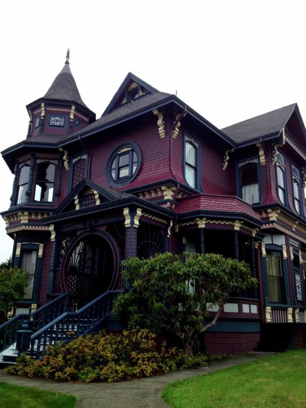 Elegant And Romantic Victorian House Style Gothic House Victorian Homes Victorian Architecture