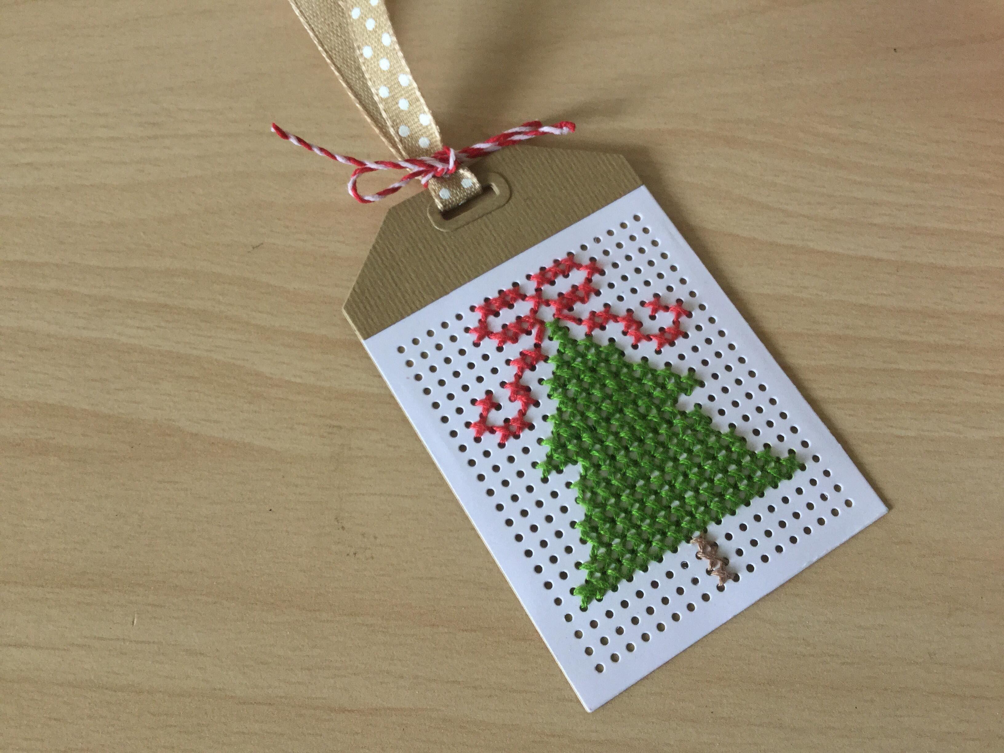 Bordado en papel | Christmas cards and tags | Pinterest | Bordado ...