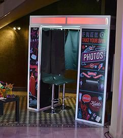 location cabine photo 400 poses bornes selfie photo portrait ou 4 poses diff rentes la borne. Black Bedroom Furniture Sets. Home Design Ideas