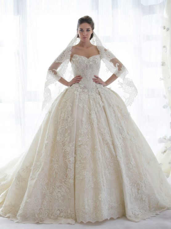 ZIAD NAKAD فستان زفاف من تصميم
