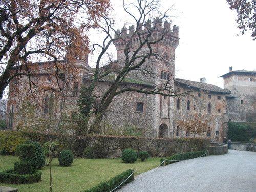 Castello Di Marne Bergamo Italy In 2019 House Styles