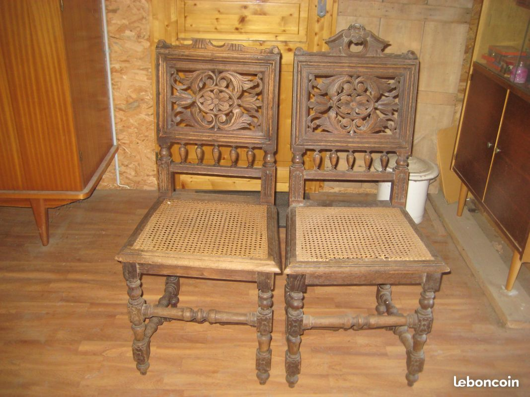 Une paire de chaises cannées style Henri II Ameublement Pyrénées