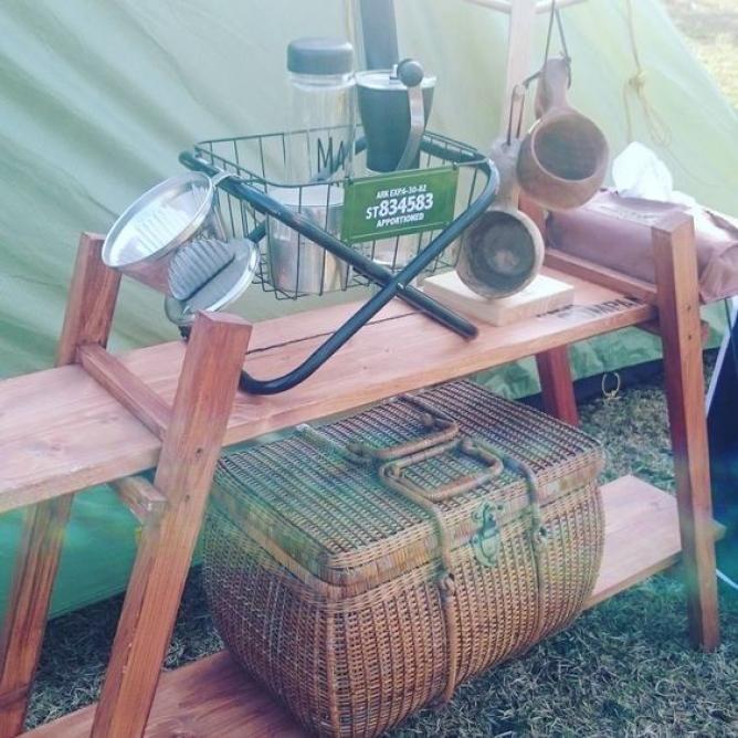 えっ これ 100均のパイプ椅子なの 今 Snsでパイプ椅子をお洒落なラックスタンドにリメイクするのが人気です ダイソーやセリアの合わせワザで その他にも驚きの使い方があるんですよ 椅子 キャンプ収納 パイプ椅子