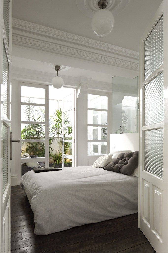 Est tica de mansi n antigua para vivienda moderna for Puertas decorativas para interiores