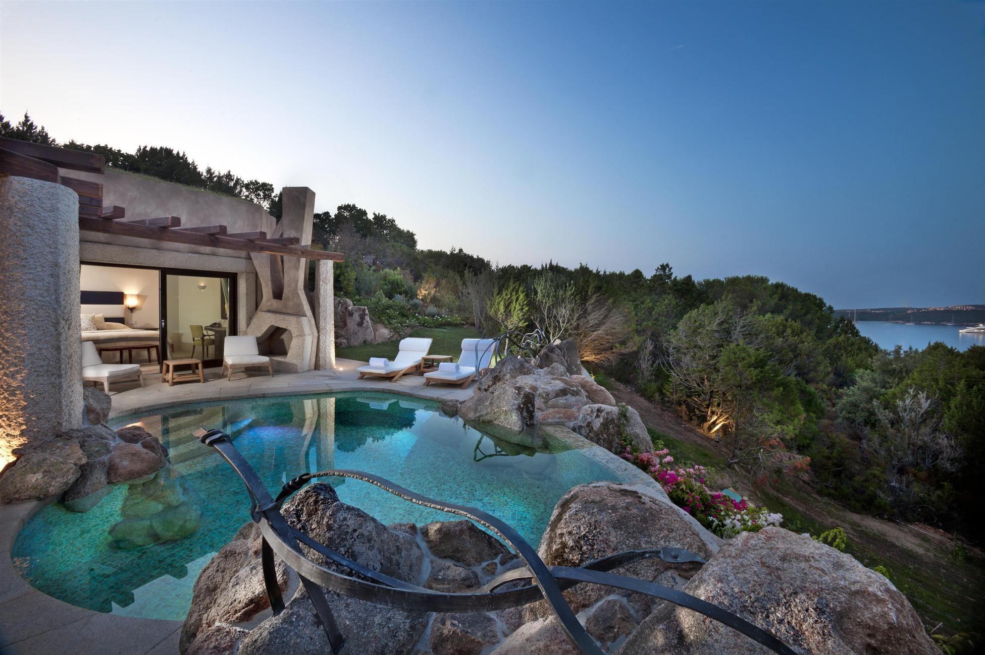 In Diesen Suiten Mit Eigenem Pool Wird Euch Niemand Die Sonnenliege Wegschnappen Und Ihr Konnt Vollig Ungestort Plant Hotel Mit Privatpool Hotels Hotel Italien