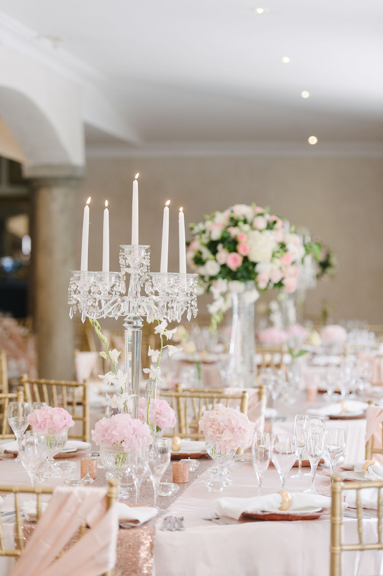 romantic and lush white and blush pink flower centerpieces using rh pinterest com Centerpieces Blush Pink Flower On Navy Linen Centerpiece Hydrangea Peoli Rose Blush Pink Flowers