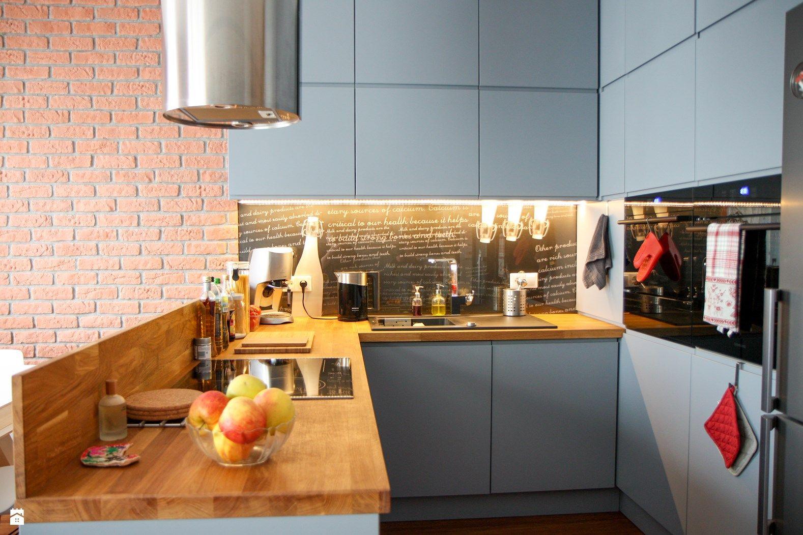 MIOKO kuchnia w szarości z drewnem  zdjęcie od MIOKO   -> Kuchnia Biala Polysk Z Drewnem