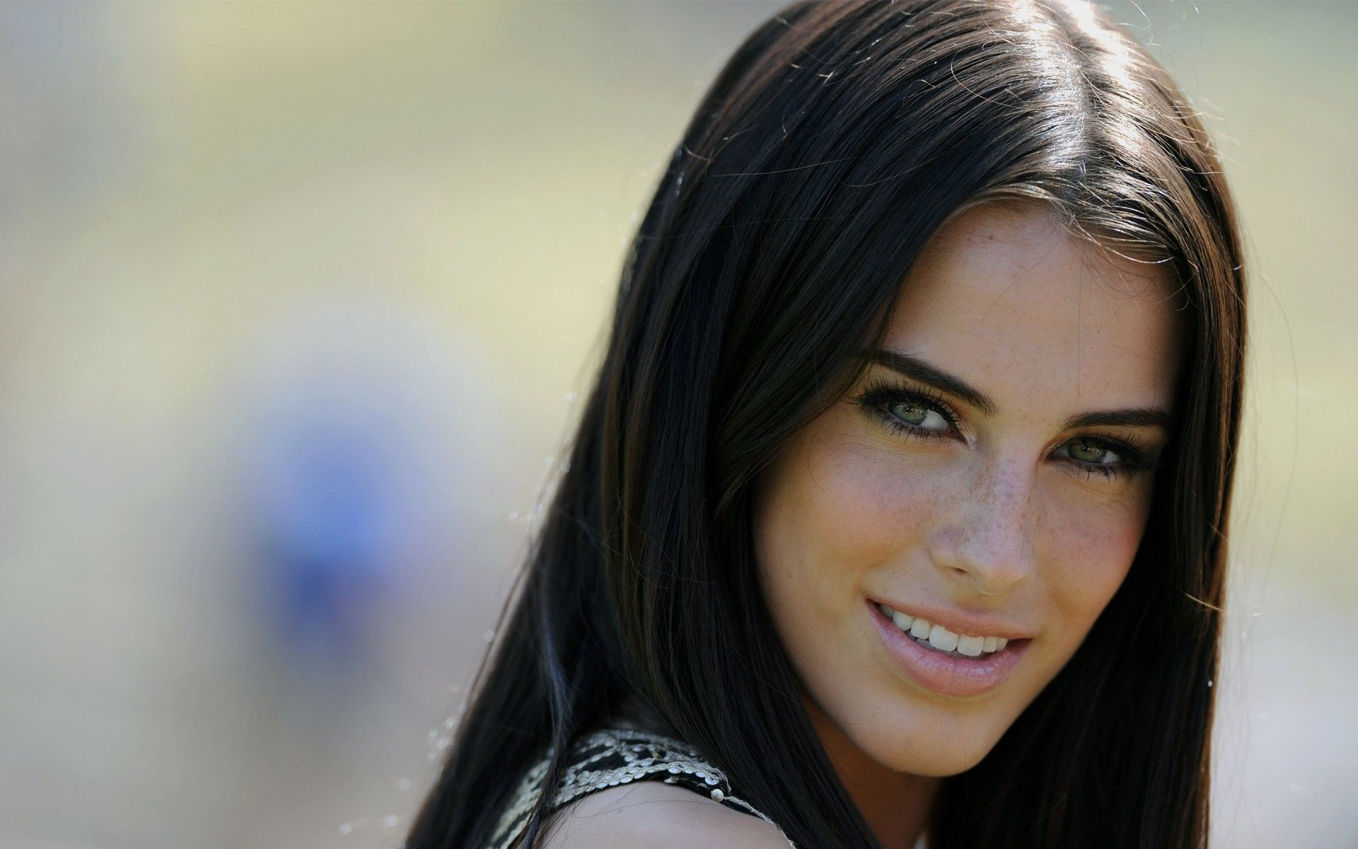 Pin By Justin Fricke On Freckles And Fair Skin Jessica Lowndes Black Hair Green Eyes Green Eyes