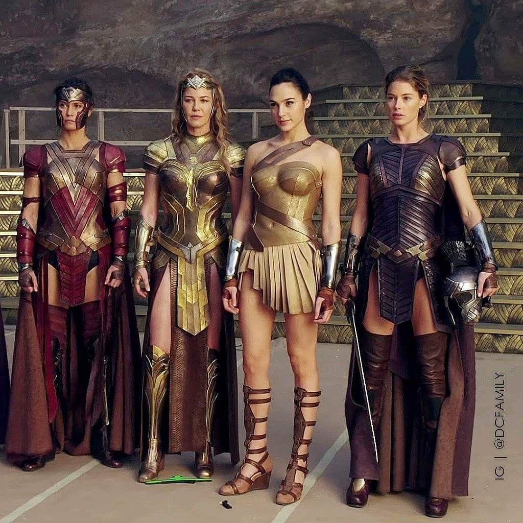 Former Victoria S Secret Angel Doutzen Kroes Had A Small Role In Wonder Woman Where She Plays Venelia Wonder Woman Movie Wonder Woman Gal Gadot Wonder Woman