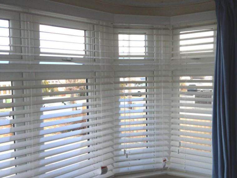 Venetian Blinds That Look Like Shutters Windows