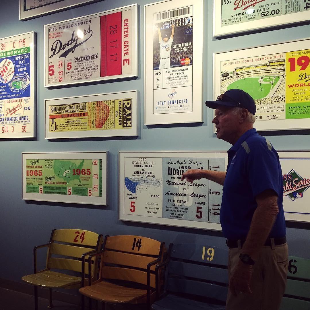 THINK BLUE: 다저스 스타디움 야구 역사가 길어서 그런지 구장내부를 완전 박물관처럼 꾸며놨다 영어로 설명하시니 무슨말인지는 잘.... by sujungmm