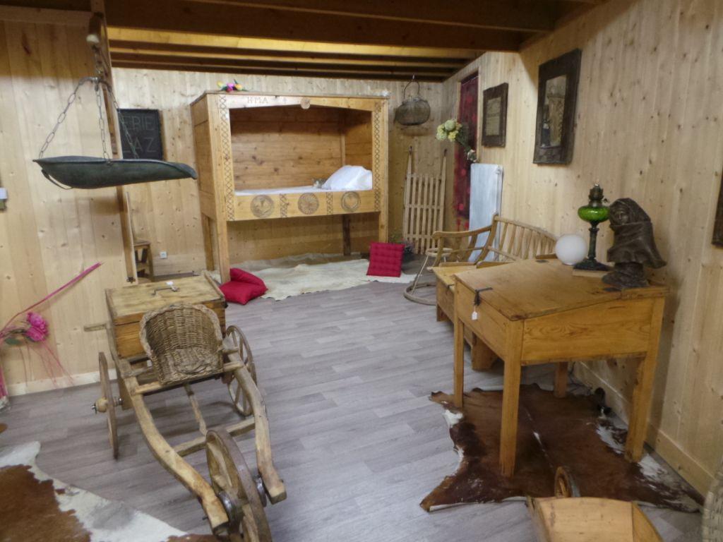 Mobilier Pour Chalet Montagne meubles anciens savoyards ..superbe dÉco chalet montagne