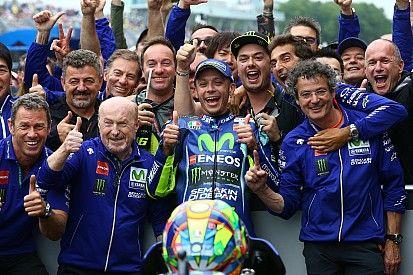 Motogp Nieuws Rossi Wint Zijn Tiende Race Op Assen Dit Circuit Is Altijd Speciaal Motogp Circuit Racen