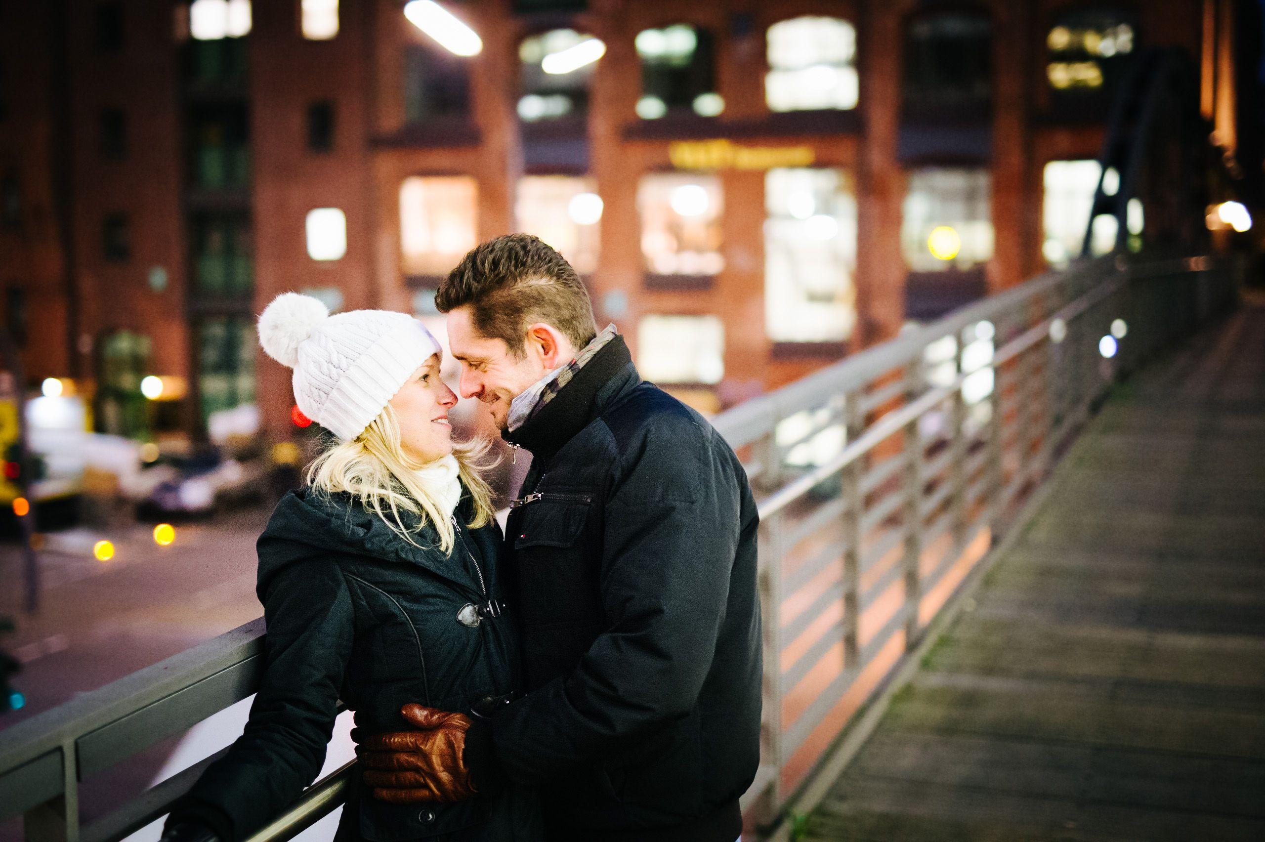 Paarshooting in Hamburg in der Hafencity grenze Speicherstadt.  See more on www.tr-hochzeitsfotografie.de  Röhricht Wedding Photography - Hochzeitsfotograf aus Stade bei Hamburg