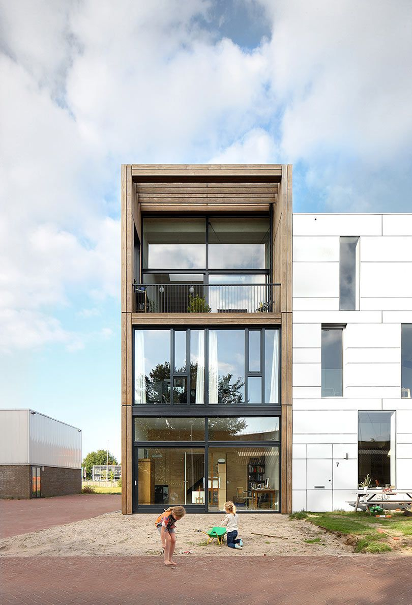 Inspired by the industrial amsterdam neighborhood marc koehler architects designed lofthouse i with a minimalist exterior