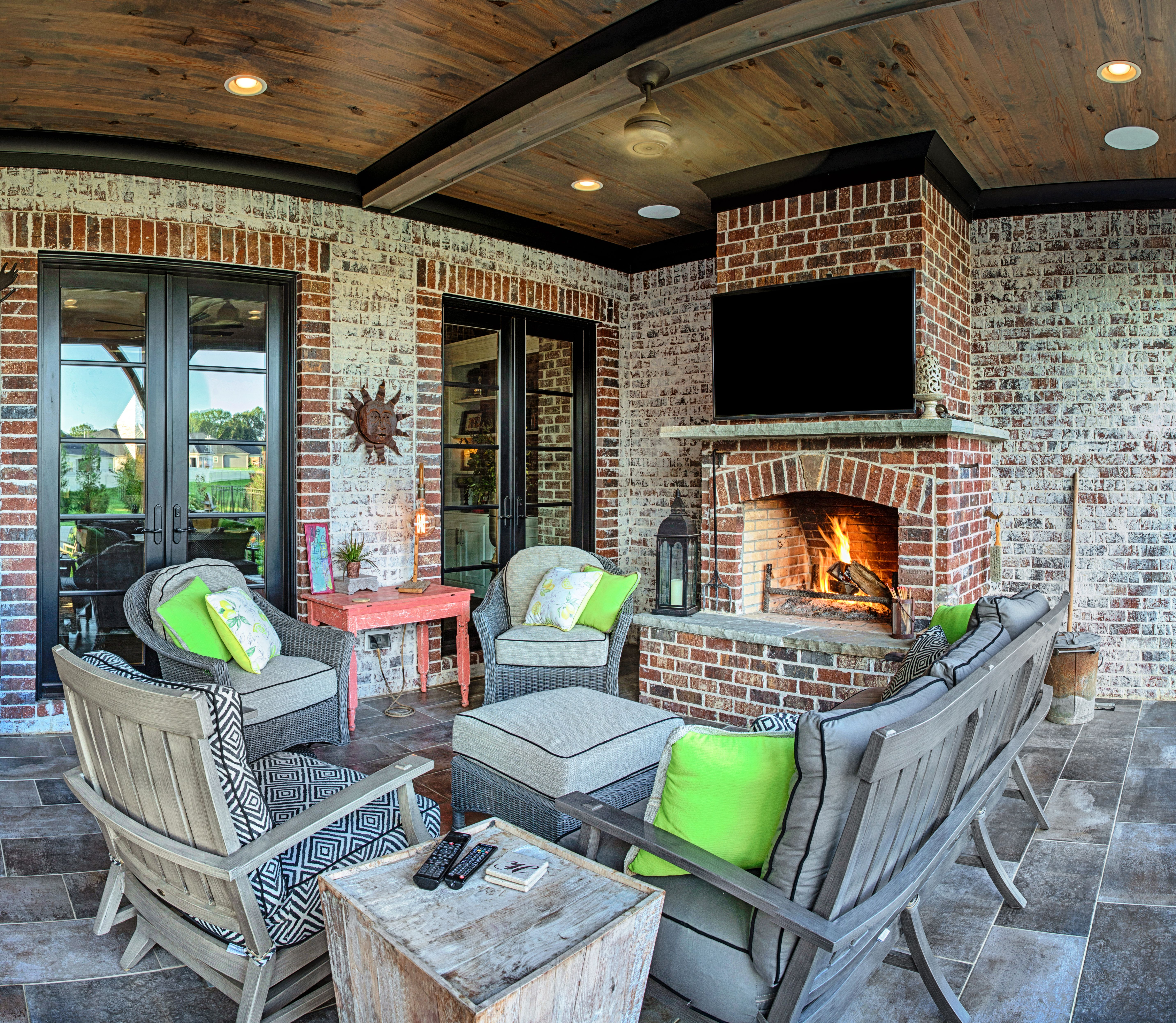 outdoor living space extra