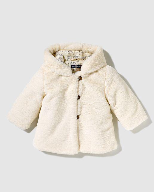 b43c6a016 Abrigo de bebé niña Tizzas en blanco de pelo