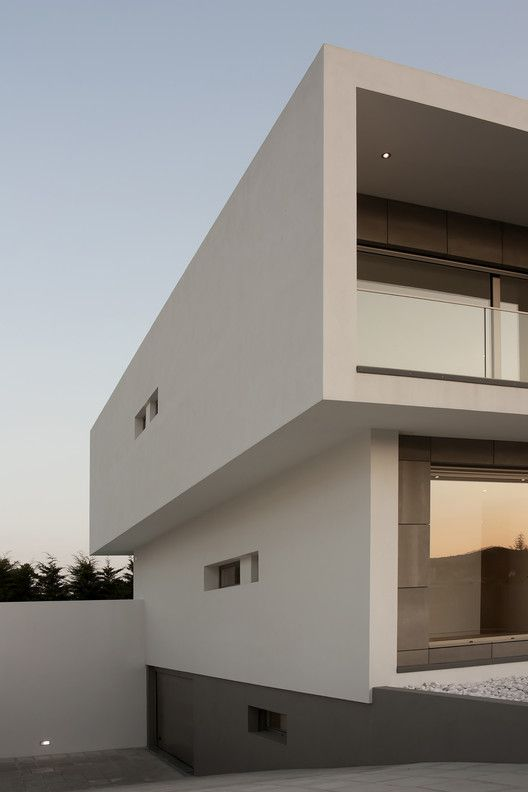 Gallery Of Paulo Rolo House Inspazo Arquitectura 4 Bungalow House Design House Architecture Design House Design