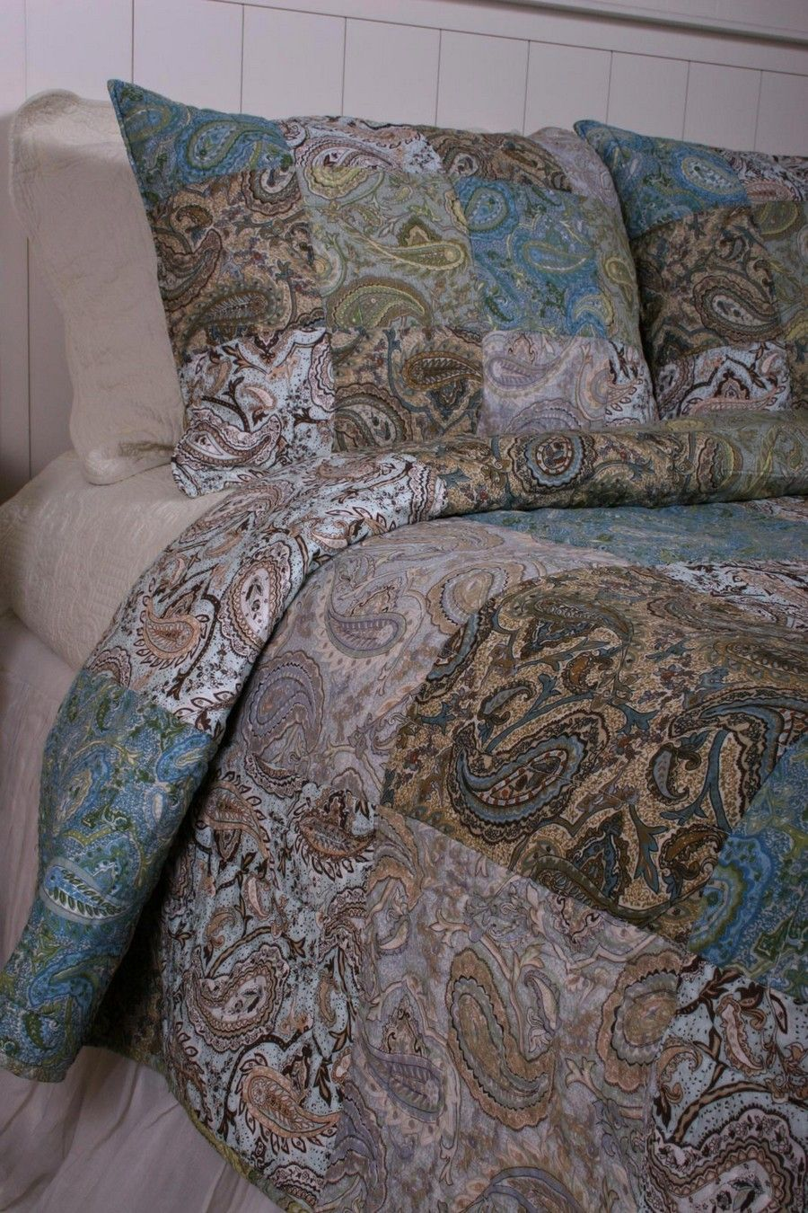 paisley purple detail bedroom king themed reverse bedspreads green comforter set blue decor quilts and with quilt cotton