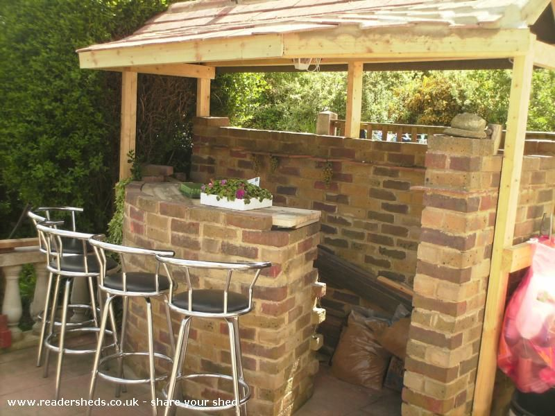 Garden Sheds Essex bar-be-newt, pub shed shed from costa de pentland (shoeburyness