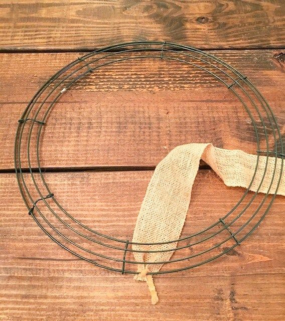 Photo of How To Make A Burlap Wreath The Easy Way