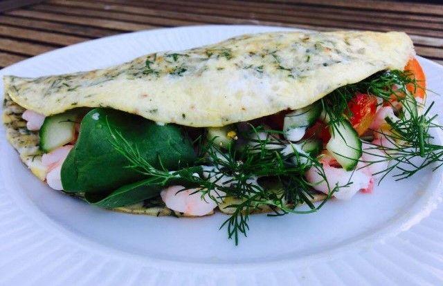 Saras madunivers: Omeletwrap med urter, spinat og rejer.