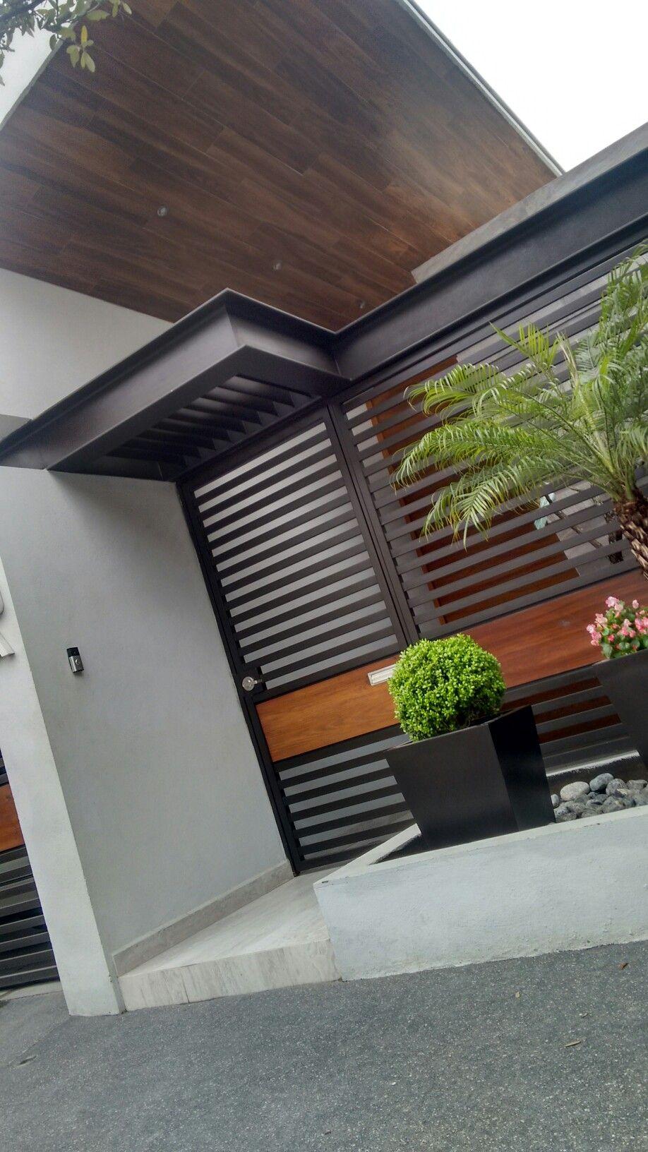 Casa de un solo piso presentamos una fachada que combina for Fachadas de casas de un solo piso