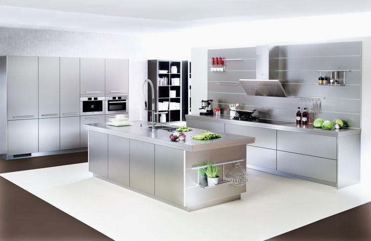 Küche mit Kochinsel in Edelstahloptik | Kochinsel | Pinterest ...