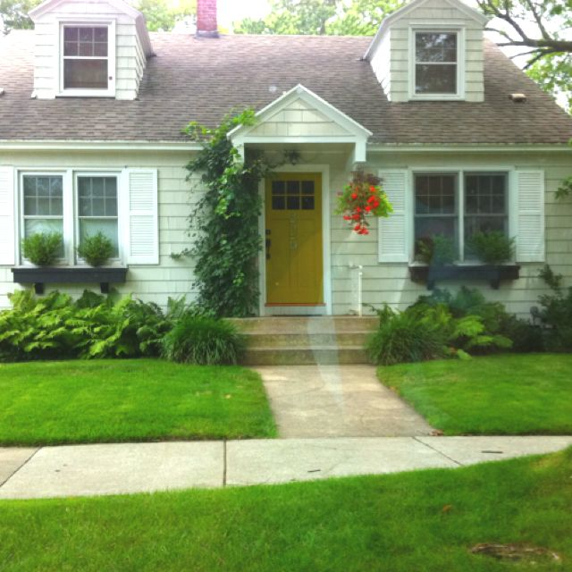 Pin By Julie The Hyper House On Dwell Well Cottage Style Homes Cottage Style Front Porch Design