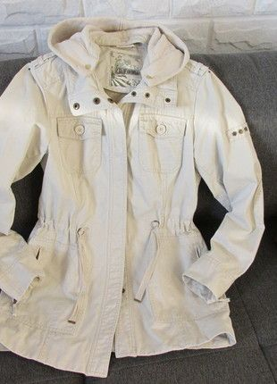 Kaufe meinen Artikel bei #Kleiderkreisel http://www.kleiderkreisel.de/damenmode/halblange-mantel/126076022-parker-helles-beige-mit-kordel-u-kapuze