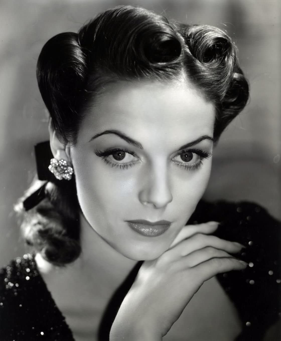 Marvelous 1000 Images About 1940S Hairstyles On Pinterest 1920S Hairstyle Inspiration Daily Dogsangcom