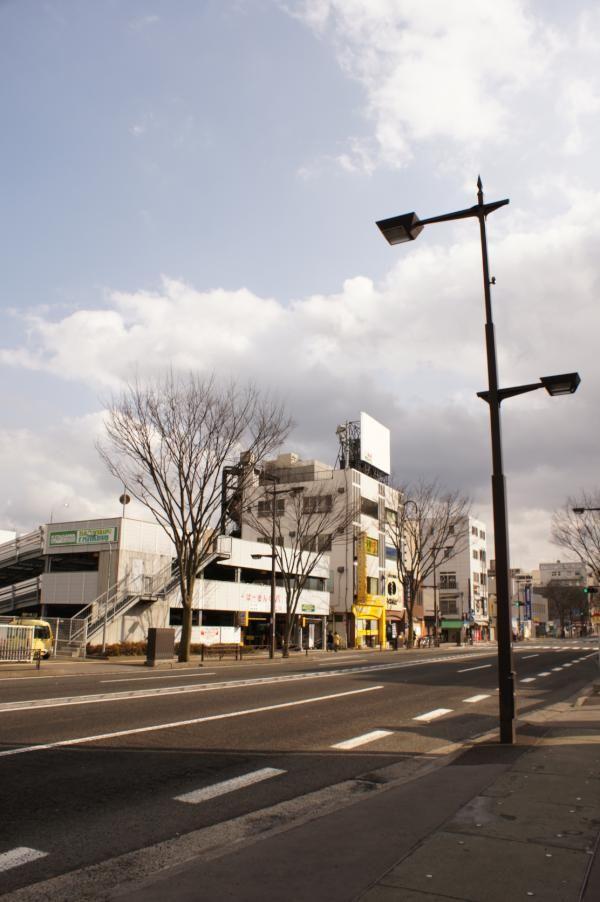 ちょうど1年後、3月11日14時46分ごろの福島の空。福島市置賜町にて。 #空でつながる