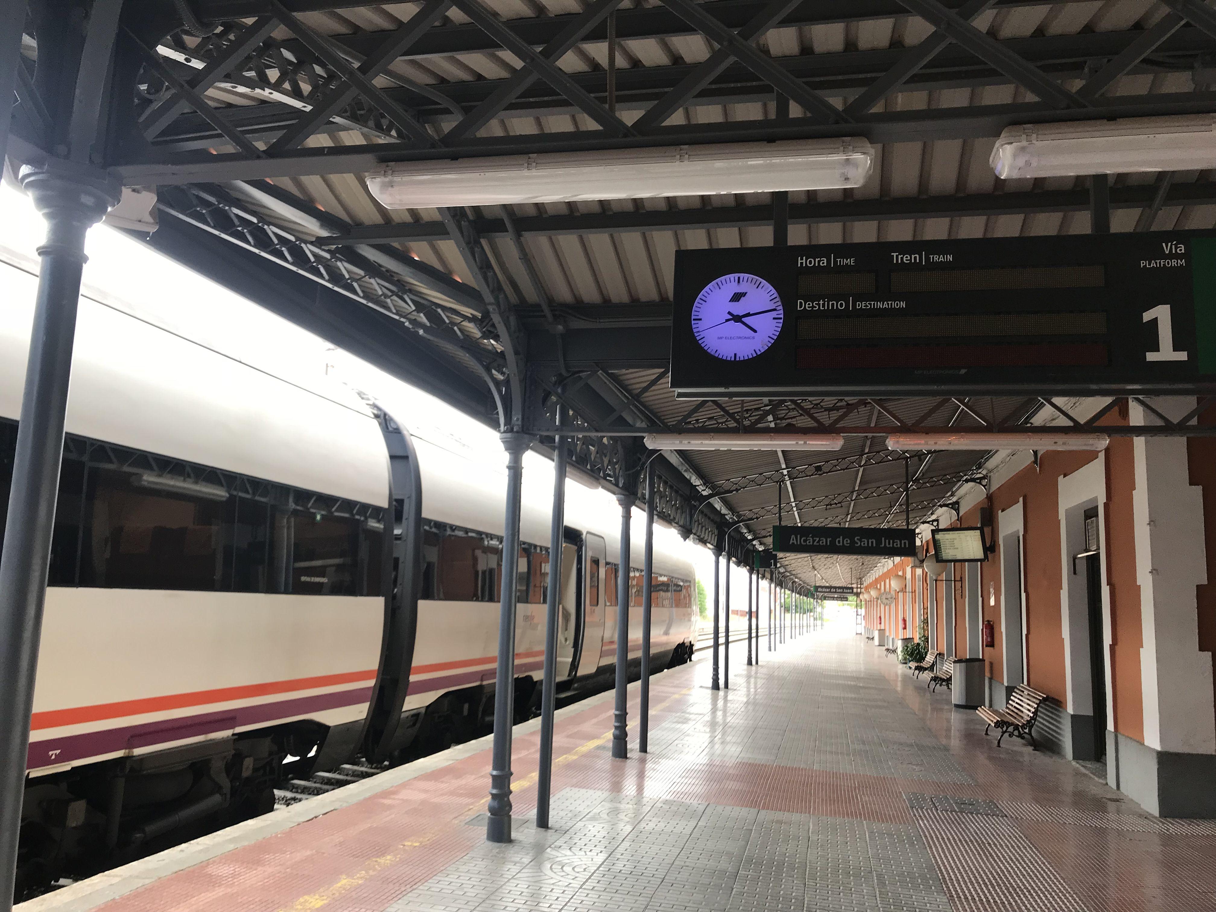 Estacion De Ferrocarril De Alcazar De San Juan Renfe Con Imagenes