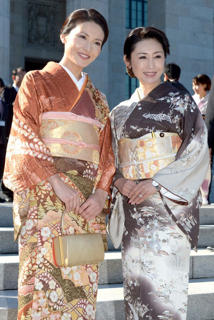 Since I Love The Kimono Style Dresses I Ve Seen On: Kimono For Middle-aged Women. The Colours Are More Modest