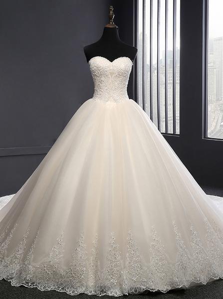 Klassische Brautkleider Spitze, Ballkleid Brautkleid mit Schleppe, trägerlose Hochzei #tulleballgown