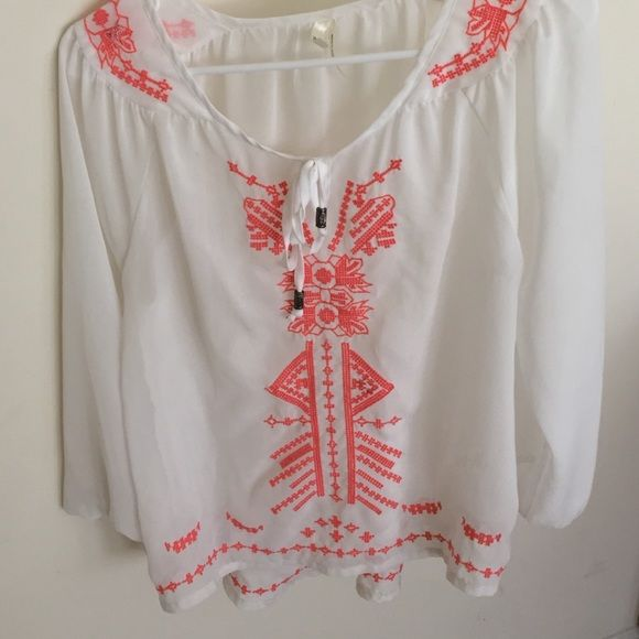 White and Peach embroidered bohemian top Gorgeous white and peach embroidered bohemian top, brand new, only worn once Tops Blouses