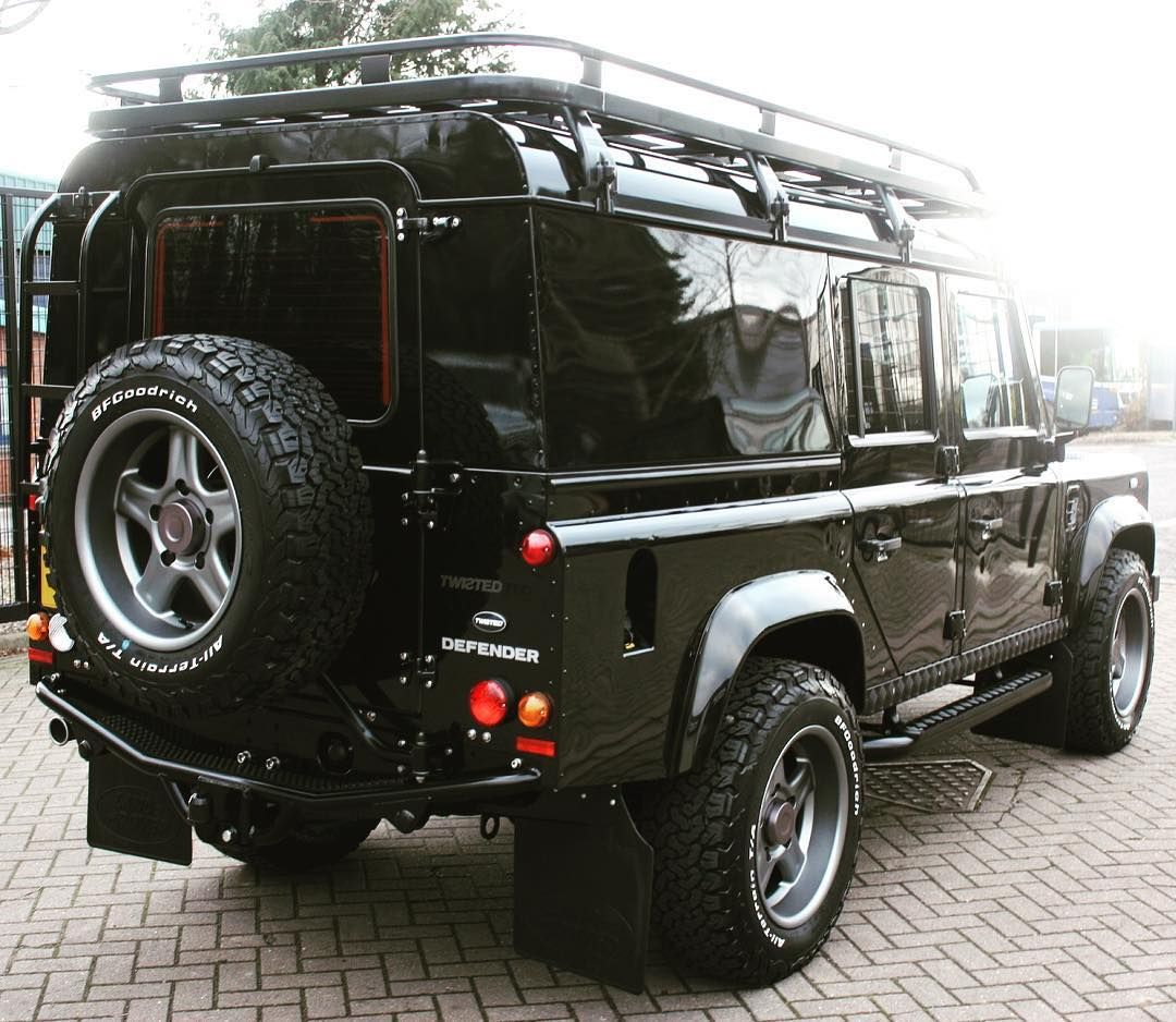 Land Rover Defender 110 Td4 Sw twisted rear view