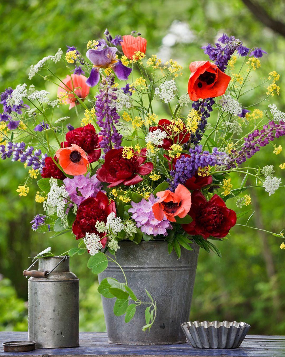 Skona Hem On Instagram Med Hopp Om Sol Och Varme Vill Vi Onska Alla Vara Harliga Foljare En Riktigt Glad Midsommar In 2020 Flower Pots Floral Flower Arrangements