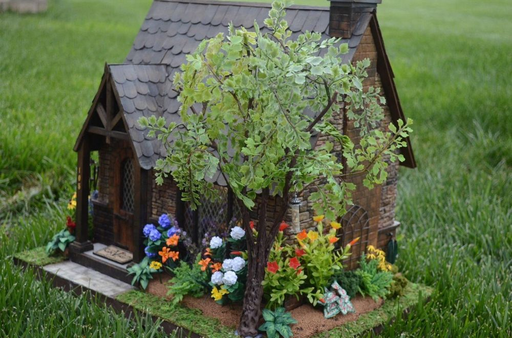 I picked up this Greenleaf Dollhouse kit on a local site called VarageSale for $15. I got the Miniatures bug from building my little room boxes.  I had never bu…