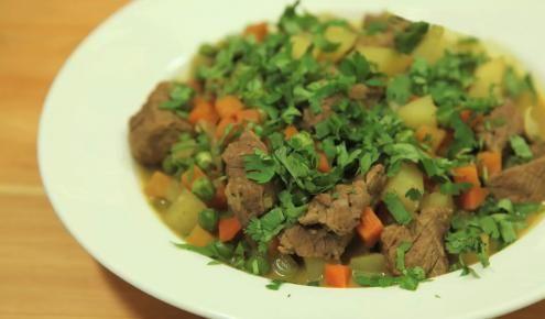 طريقة عمل وصفة الكاري باللحم Curry Recipes Recipes Stew Recipes