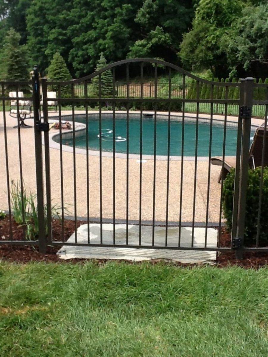 32 Awesome Stylish Pool Fence Design Ideas