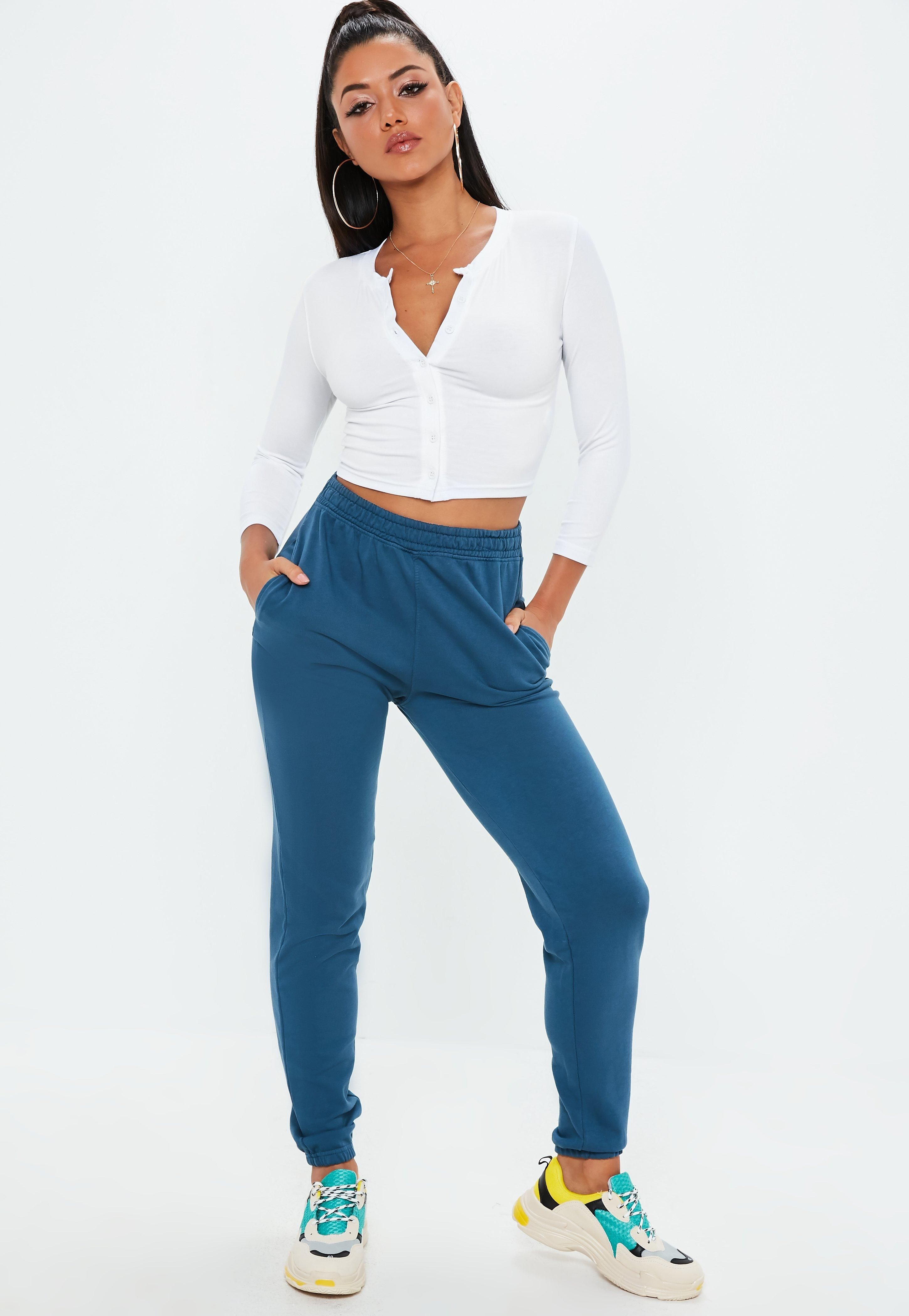 99b61e9cad3 White Button Front Crop Top in 2019 | Styles | Crop tops, Buttons, Tops