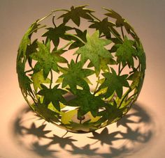 Nature Project: stick leaves around a balloon // #crafts