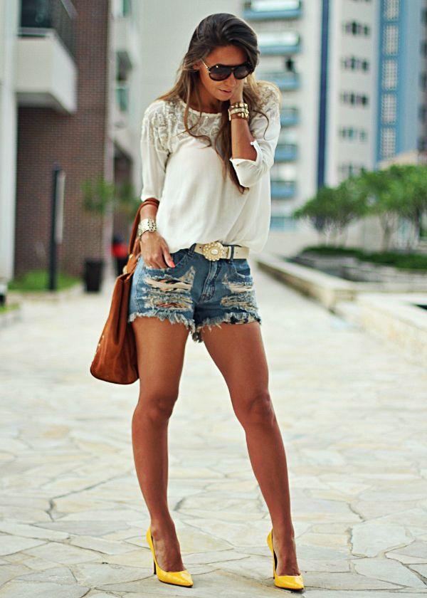 ba6a75a07 Shorts Destroyed + Scarpin Amarelo - Blog de Moda e Look do dia -... | Meu  Look Modinha! | Fashion, How to wear e Style