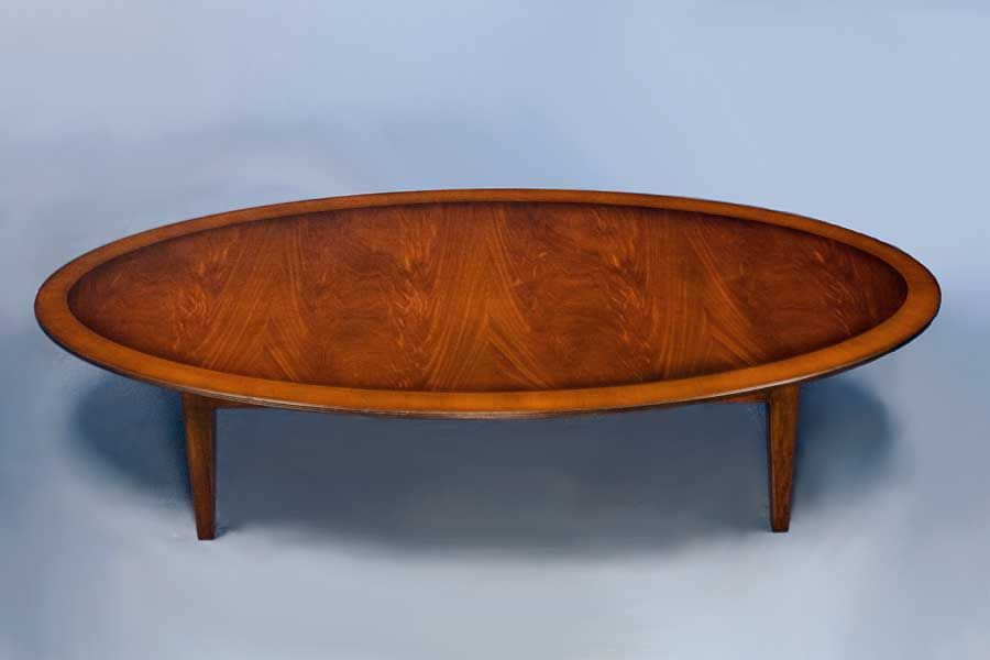 Ordinaire English Antique Style Mahogany Oval Coffee Table