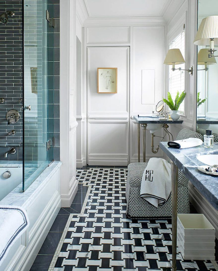 Love Seeing Matthewcarterinteriors Beautiful Kentucky Home In The May Issue Of Housebeautiful Myleontine Diy Bathroom Remodel Bathroom Interior Small Bathroom