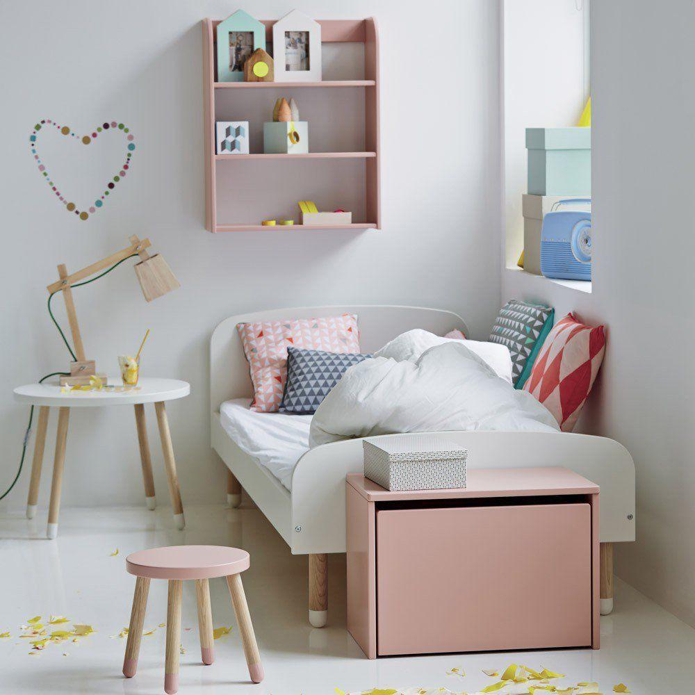 Un lit enfant simple et déco blanc avec pied en bois. Cette ...