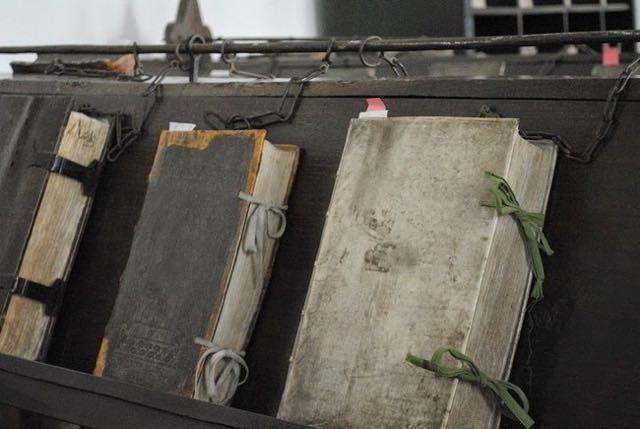 Pin Su Libri Incatenati